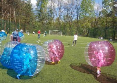 Kulki Bumper ball podczas gry w bubble football na imprezie sportowej w Łodzi